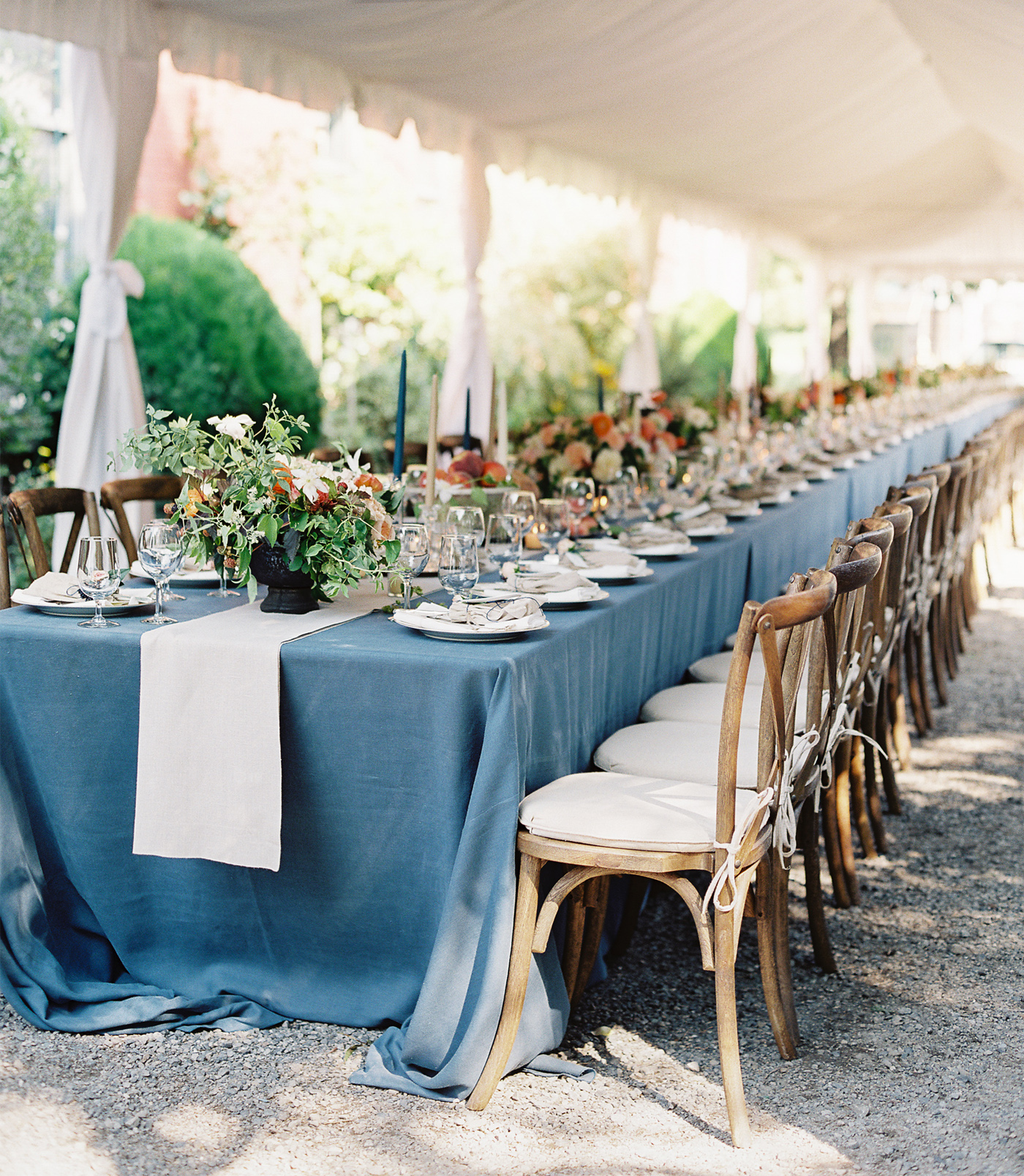 la Happy Rustic Corson Building Wedding Tables