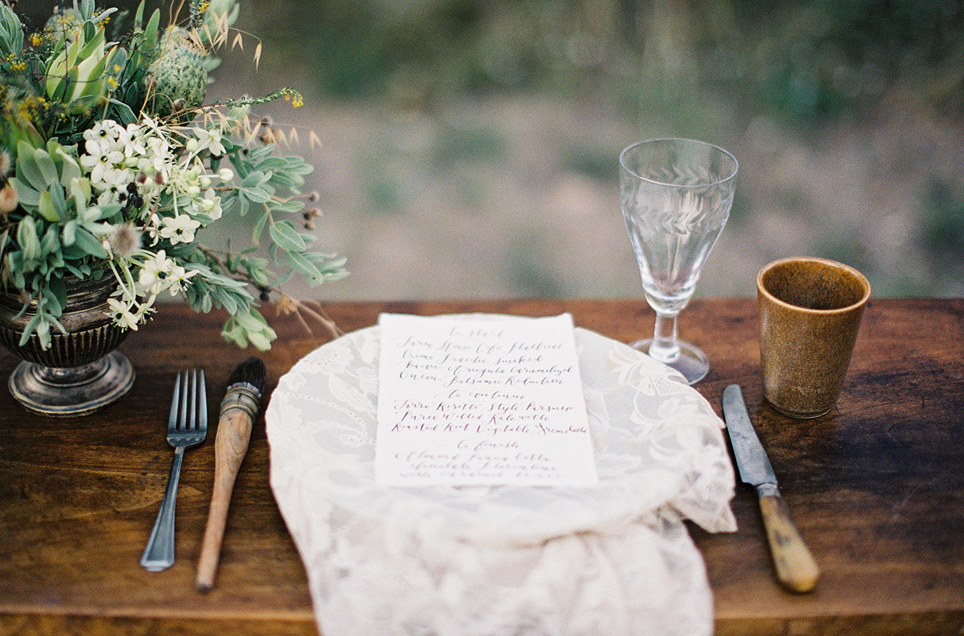 la Happy rustic calligraphy menu